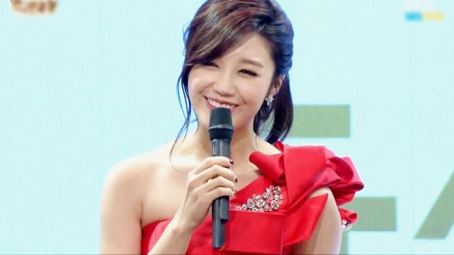 Jung Eunji de Apink fala sobre o que ela sente ao ser comparada à Luna deF(X)